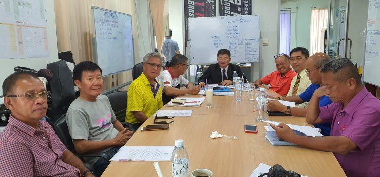 EGA Thailand ร่วมหารือกับผู้บริหารชุมชน และผู้เชี่ยวชาญด้านน้ำ เพื่อหาแนวทางการจัดการน้ำในสนามกอล์ฟ และการช่วยเหลือชุมชน ในการต้้งรับ อัคคีภัย , ภัยแล้งและปัญหาการขาดแคลนน้ำในอนาคต เราไม่เพียงแต่มุ่งเน้นการส่งเสริมกีฬากอล์ฟ และการท่องเที่ยว เรายังให้ความสำคัญกับชุมชนและพร้อมช่วยเหลือชุมชนและภาครัฐอย่างเต็มที่ นี่คืออีกพันธกิจของ EGA